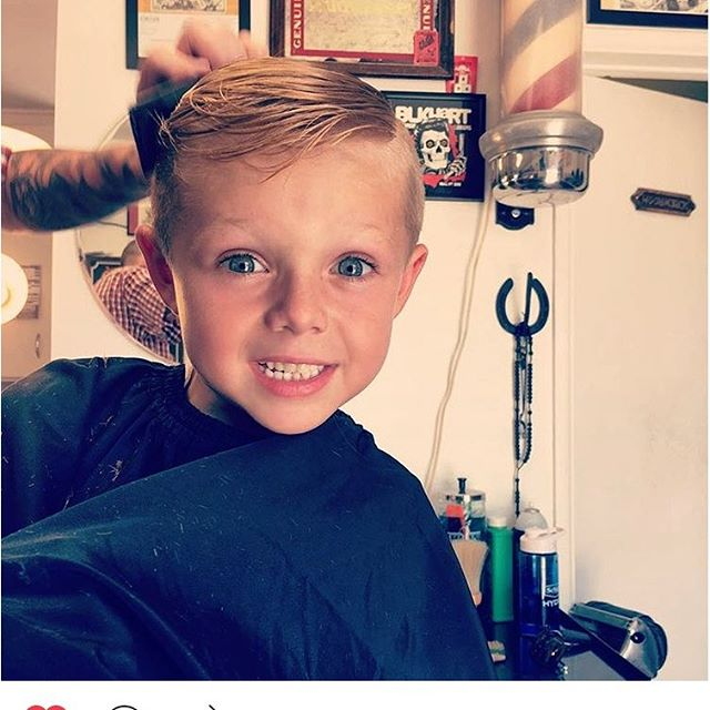 Chopping kids up and making moms happy.  #happykid #blkhrtbarbershop