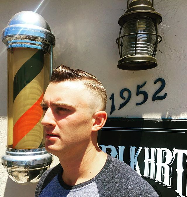 Come get cleaned up for the weekend.  Have a spot or two left for today and tomorrow.  #1952 #haircut #blkhrtbarbershop #sunshine #tgif